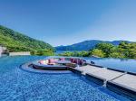 箱根・芦ノ湖「はなをり」のオープンエアーの水盤テラス