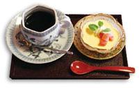 コーヒーと旬の果物のレアチーズプリン