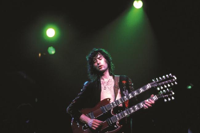 ギブソン・EDS-1275、ダブルネック12弦ギターで天国への階段を演奏するジミー・ペイジ