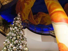 横浜ベイホテル東急のシックなクリスマスツリー