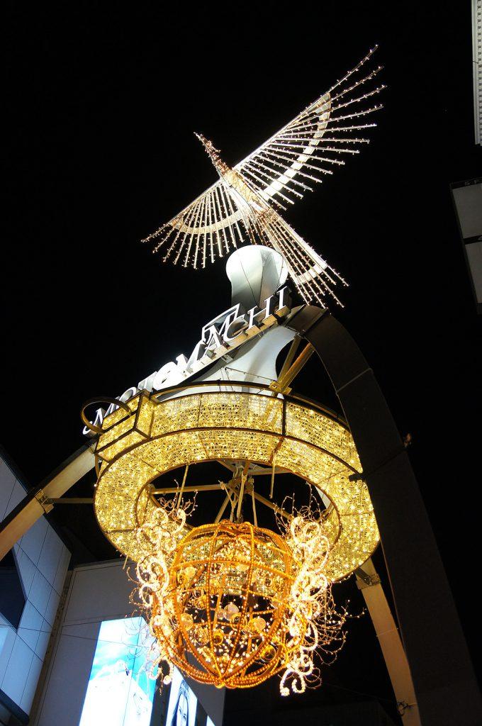 横浜元町商店街 入口ゲートのイルミネーション
