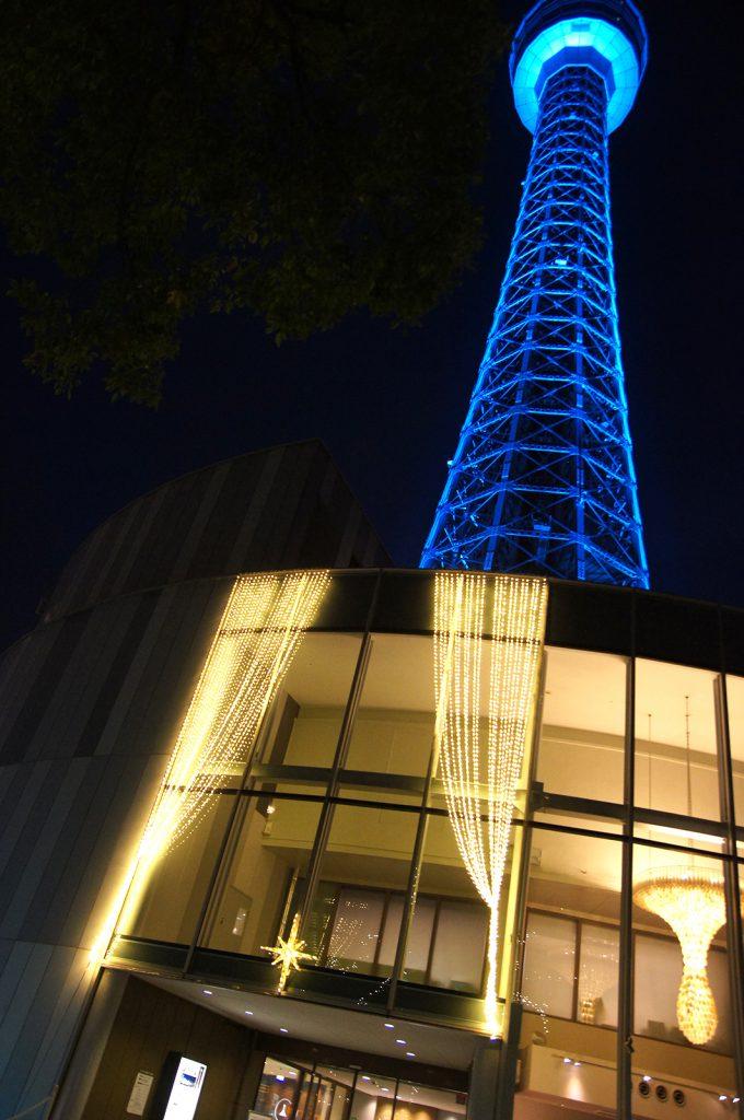 横浜マリンタワーのウインターイルミネーション