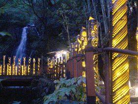 奥湯河原 不動滝の「竹あかり」