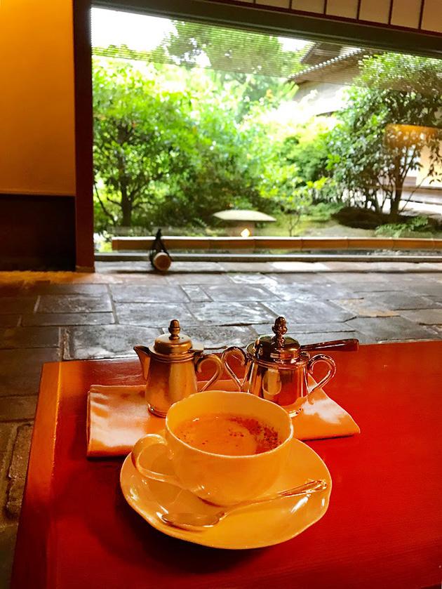 落ち着いた佇まいの数奇屋造りとお庭が美しい日本料理店 隠れ里車屋