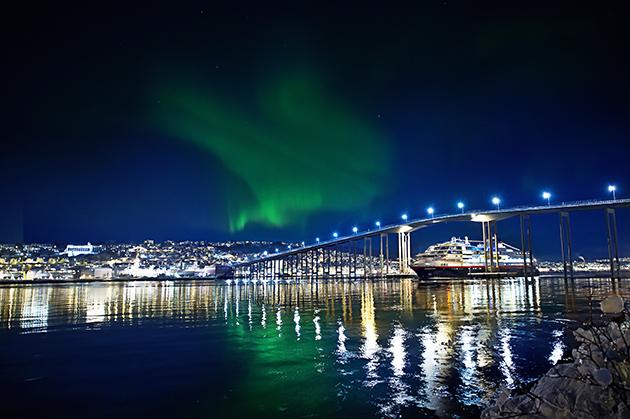 「世界で最も美しい航路」と呼ばれ人気の高いフィヨルドクルーズ