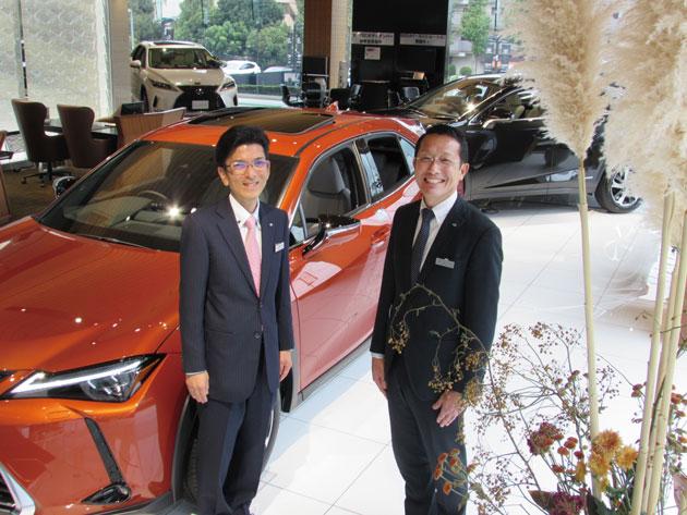 レクサス都筑見花山 マネージャーの渡辺仁さんとセールスコンサルタント松本涼太郎さん