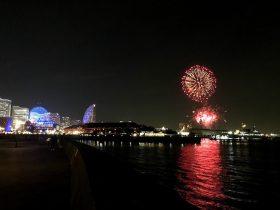 横浜港でサプライズで行われた花火