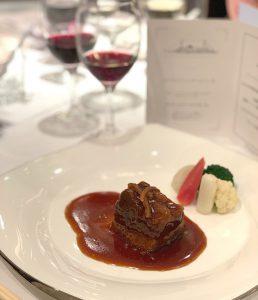 ロイヤルウイングで行われる、かながわブランド料理とワインを楽しむ横浜港クルーズ