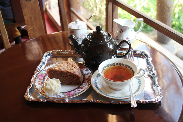ガレージブルーベルのケーキと紅茶