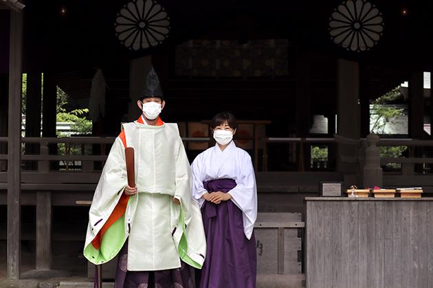 鎌倉宮 神主さんと巫女さん