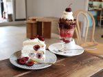 CAFEPOEのパフェとショートケーキ
